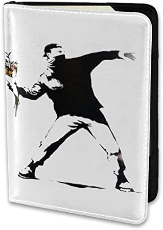 バンクシー Banksy Flower Thrower パスポートケース メンズ 男女兼用 パスポートカバー パスポート用カバー パスポートバッグ 小型 携帯便利 シンプル ポーチ 5.5インチ高級PUレザー 家族 国内海外旅行用品