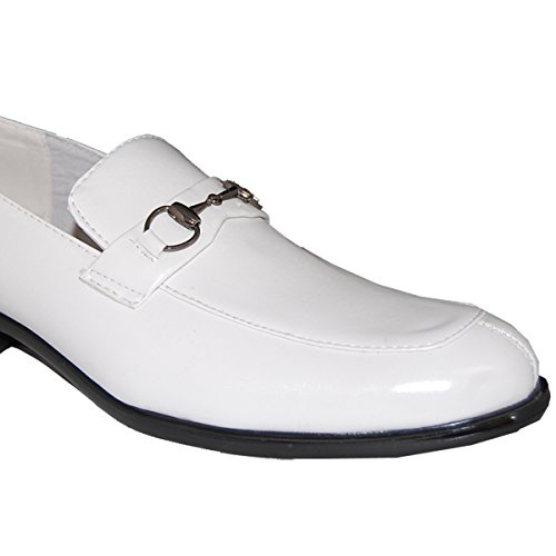 Schoenartiesten Kleden Zich In 4 Witte Lederen Glijsloffen Met Succes
