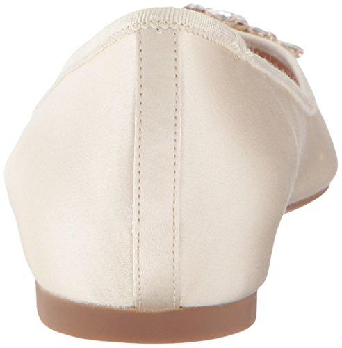 Badgley Mischka Womens Bianco Ballet Flat Avorio