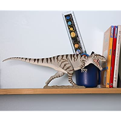 Safari Ltd Prehistoric World – Giganotosaurus - Realistic Hand Painted Toy Figurine Model - Quality Construction from Safe and BPA Free Materials - For Ages 3 and Up: Toys & Games