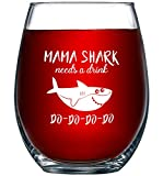Mama Shark Needs a Drink Do Do Do Do Do, Novelty Wine Glass Cup with Sayings for Women   Funny Shark Gifts Party Accessories for Moms Mothers and Friends   15 oz Stemless Wine Glasses