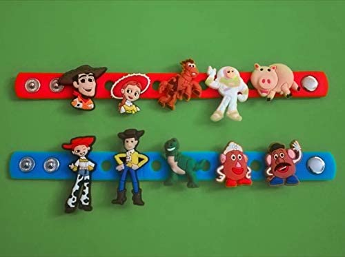 2 x 18 cm Silikon-Armbänder – + 10 Stück Toy Story – 2D PVC-Schuh-Anhänger – ähnlich wie Jibbitz und passend für Crocs