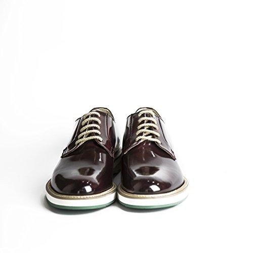 Scarpe stringate uomo in pelle abrasivata modello Derby di colore bordeaux con gomma bicolore scarpe artigianali uomo italiane calzature fatte a mano Made in Iitaly 100% vera pelle