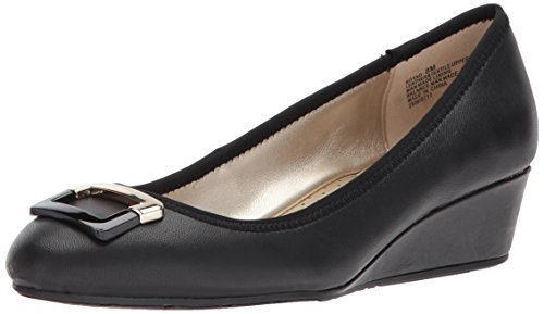 Bandolino Women's Tad Pump, Black Leather, 7 M US from Bandolino