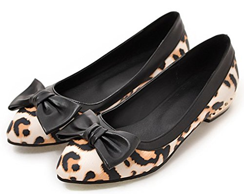 Idifu Womens Occasionnels Bout Pointu Slip On Léopard Flats Chaussures Avec Des Arcs Beige