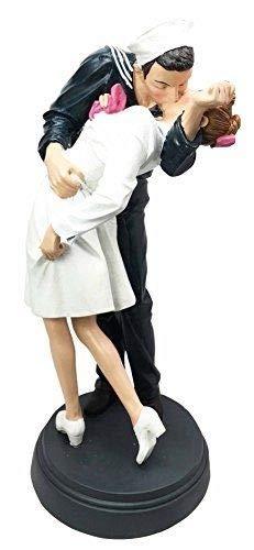 Figurine World War 2 Victory at Times Square The Kiss Navy Sailor with Nurse in ()