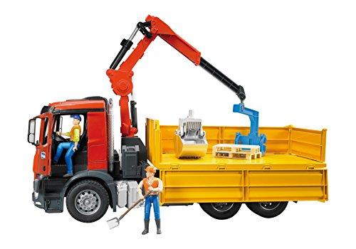 Bruder 03651 - MB Arocs Baustellen-LKW mit Kran, Schaufelgreifer, Palettengabeln und 2 Paletten