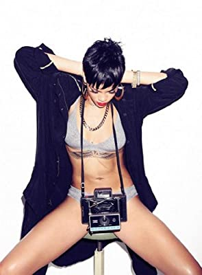 Rihanna 18X24 Poster #17