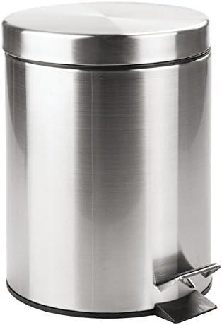 mDesign Cubo de basura con tapa y pedal – Moderna papelera de baño de acero resistente con recipiente interior extraíble – Capacidad: 5 litros – plateado con acabado satinado