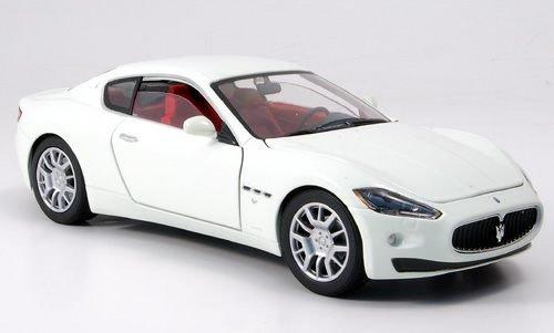 maserati-gran-turismo-white-0-model-car-ready-made-motormax-124