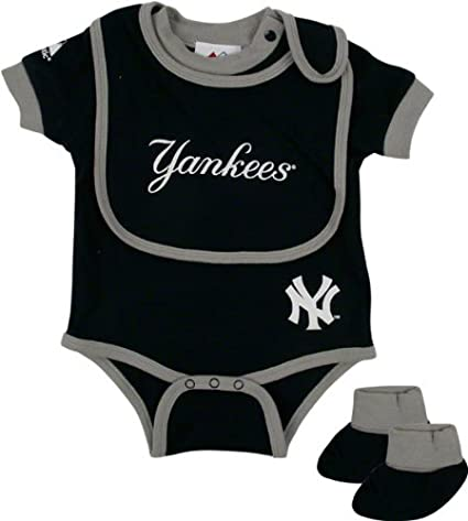 28accb820 Amazon.com: Majestic New York Yankees Baby Bib and Bootie Creeper ...