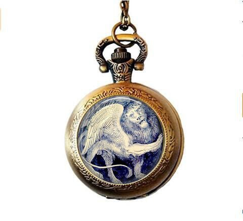 Amazon.com: León de león con alas míticas – joyería clásica ...