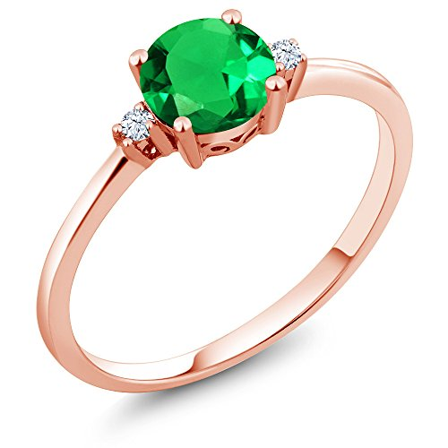 Gem Stone King 10K Rose Gold Engagement Solitaire Ring set with 0.80 Ct Round Green Simulated Emerald and White Created Sapphires (Size 7)