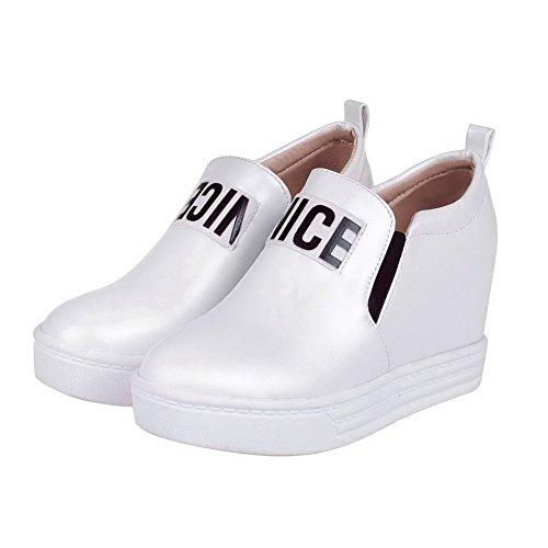 AllhqFashion Damen Ziehen auf PU Leder Rund Zehe Hoher Absatz Gemischte Farbe Pumps Schuhe Weiß