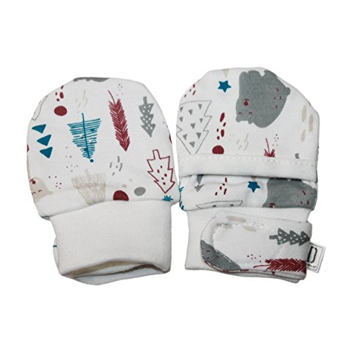 Darlyng & Co.'s Newborn Baby Essentials Gift Set (7 Pieces) 0-6 Months: Includes- Blanket, Hat, Scratch Mitten, Bib, Booties