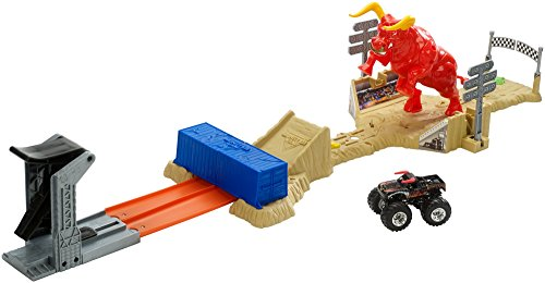 Hot Wheels Monster Jam El Toro Loco Showdown Play Set
