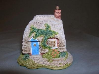 Lilliput Lane Petticoat Cottage