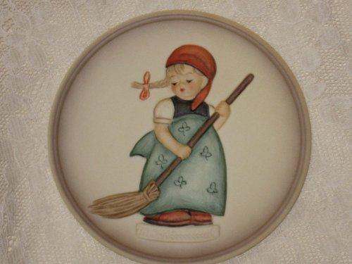 - M.I. Hummel Little Sweeper 4