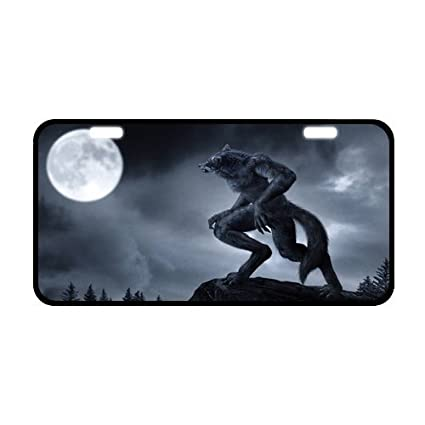 amazon com classic howling wolf at full moon metal license plate