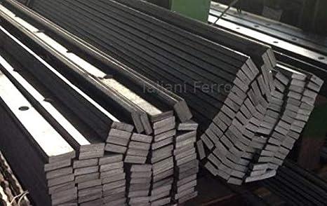 Barra perforada en hierro forjado, acabado rugoso. Altura 2000mm. Sección de la placa de 30x8 mm. Agujero redondo de 12 mm. N ° 15 agujeros por barra. Distancia entre ejes de 125 mm.