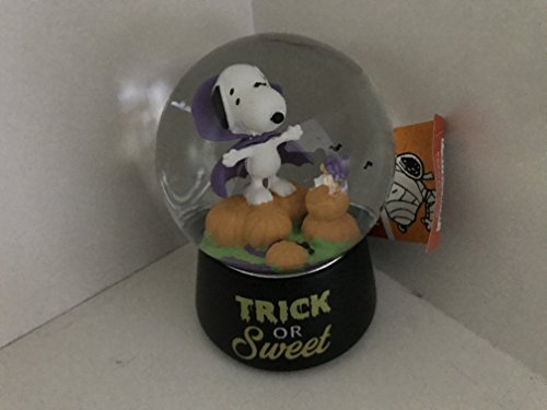 PEANUTS SNOOPY AS COUNT DRACULA VAMPIRE MUSICAL SNOWGLOBE WITH SWIRLING BATS HALLOWEEN -