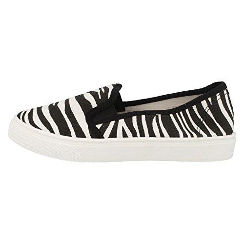 Lades White Casual Zebra Plimsolls On White Canvas Slip Fashionable qPCFqrp