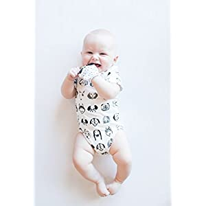 BEECOOLESTCOMPANY Bamboo/Organic Cotton Unisex Baby Monochrome Dog Baby Onesie 0-3 Months White