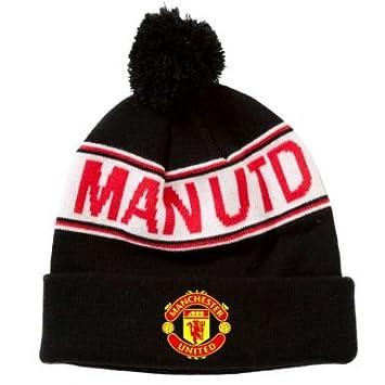 cece1c735d391 Man Utd Crest Bobble Hat  Amazon.co.uk  Sports   Outdoors