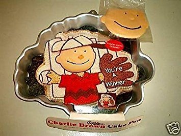 Wilton Charlie Brown with Baseball Glove or Football Player (2105-1317) Charles Schultz Retired ()