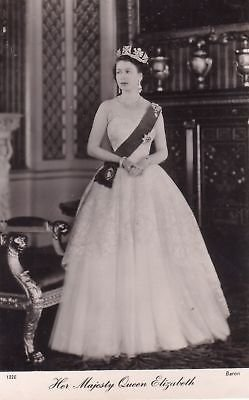 F8193 Queen Elizabeth Photo Postcard