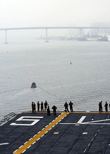 The amphibious assault ship USS Peleliu (LHA 5) pulls out of Naval Base San Diego for a two-week (Amphibious Base)