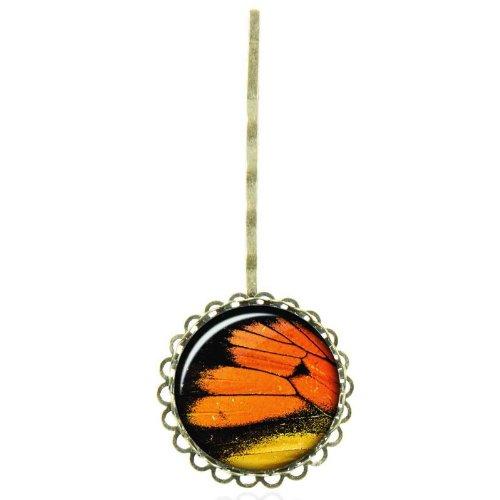 Epingle à cheveux au cabochon vintage à l'aile de papillon en macro