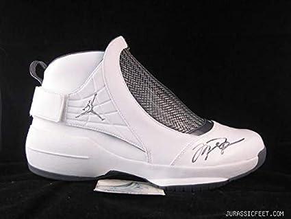 meilleure sélection 09249 f96ed Autographed Signed Michael Jordan Nike Air Jordan ...