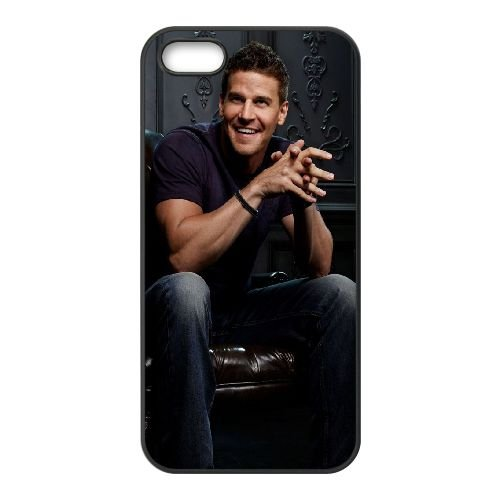 David Boreanaz Actor Man Chair Shadow Athletic Build Smile coque iPhone 5 5S cellulaire cas coque de téléphone cas téléphone cellulaire noir couvercle EOKXLLNCD23088