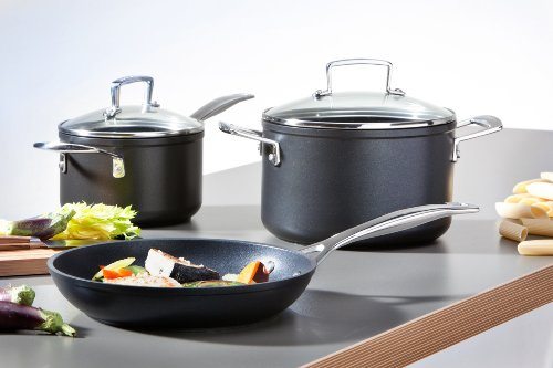 Le Creuset Toughened Nonstick 2-Quart Saucepan with Lid,