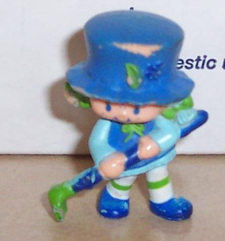 1982 Kenner Strawberry Shortcake Blueberry Muffin Raking Miniature Figure ()
