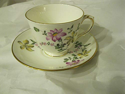 Vintage Royal Victoria Fine Bone China England Cup & ()