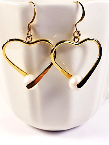heart-shaped-drop-earrings-with-swarovski-white-pearlescent-pearls-gold-tone