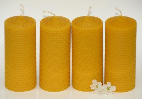 4 mittelgroße Wabenkerzen. BIENENWACHS KERZEN aus 100% Imkerwachs - aus der Schwarzwälder Kerzenmanufaktur. Höhe 12,5 cm Durchmesser 5 cm