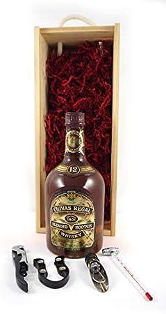 Bottling Chivas Regal 12 Years Old Blended Malt Whisky en una caja de madera con cuatro accesorios de vino, 1 x 700ml