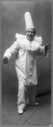 HistoricalFindings Photo: Amadeo Bassi,clown,Pagliacci,costume,opera singers,songs,performances,c1907]()