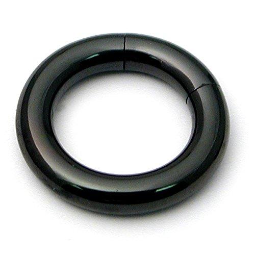 Anneau segmenté en acier noir lisse (PVD). Calibre est 4mm, diamètre interne est 14mm