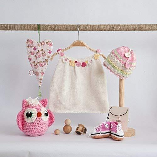 Gorro, patucos deportivas y amigurumi buho tejido a crochet.