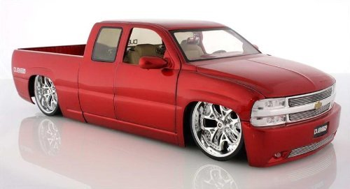 2002 Chevy Silverado Diecast Model Pick Up Truck - 1:18 Scale RED