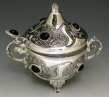 Silver Plated Honey Dish, Beautifully Designed with (Silver Plated Honey Dish)