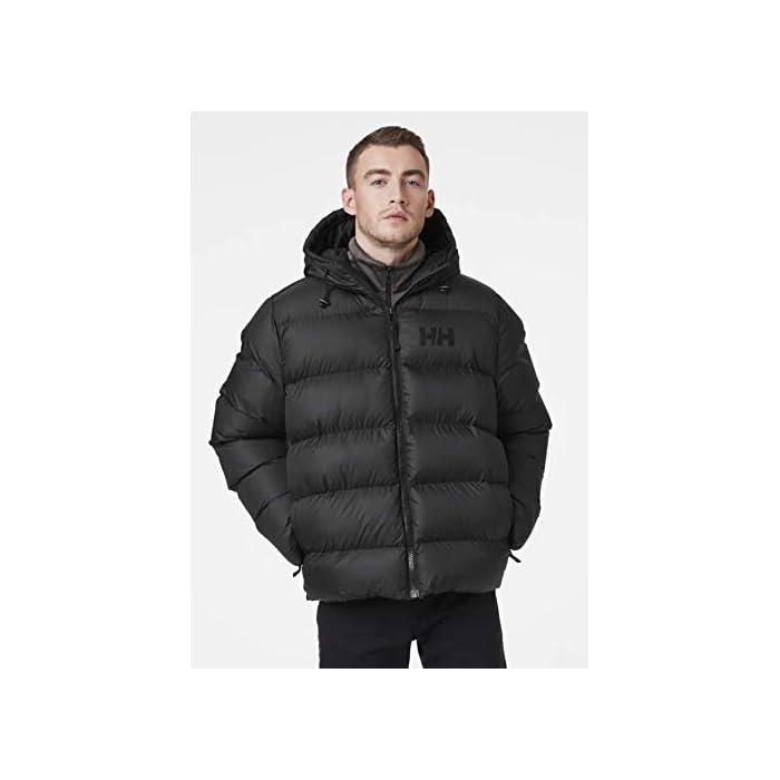 4127IUozSoL Inspirada en la clásica chaqueta acolchada Helly. Una chaqueta acolchada suave y abrigada con un diseño de largo hasta la cadera y aislamiento sintético soplable Cierre: Cremallera Lavar a máquina