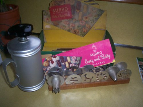 VINTAGE Mirro Cooky Cookie Press in Original Box w/ 12 Designs in Wood Tray, 3 Tips, recipe book -- as shown