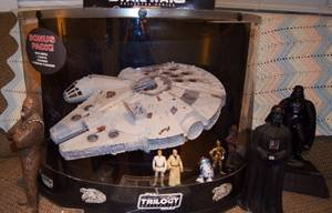 (Star Wars OTC Electronic Millennium Falcon with 6 Crew Action Figures Original Trilogy Collection - Sams Club Exclusive)