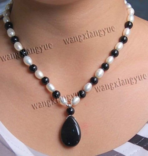 DoComer(TM) Genuine 7-8mm Natural White Akoya Pearl & Black Rich Agate Pendant Necklace 18