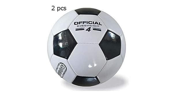 Los niños practican la pelota de fútbol Balón de fútbol de 2 ...
